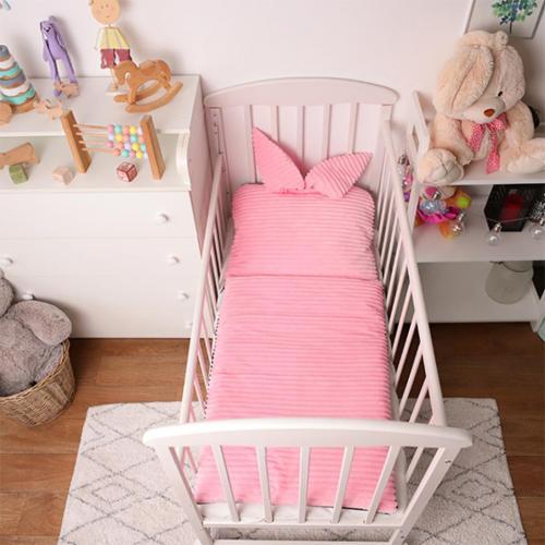 У чому краще спати маляті: огляд популярної дитячої одягу для сну