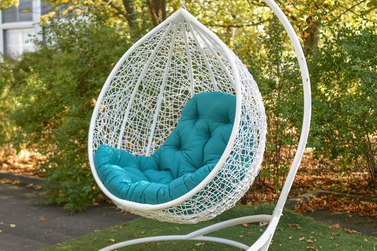 Представляємо вашій увазі підвісні крісла з ротанга.